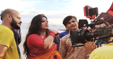 'ভক্ত' দিয়ে ক্যামেরায় ফিরলেন মৌসুমী